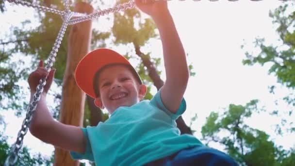 depositphotos_197132676-stockvideo-5-jarige-jongen-in-een