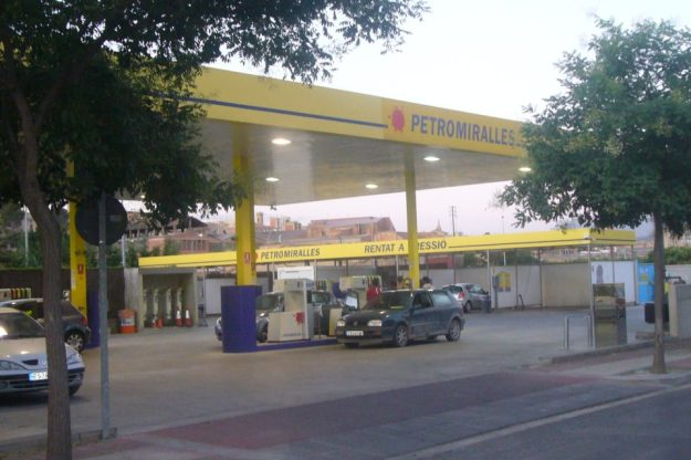 Gasolinera-Petromiralles-960x640