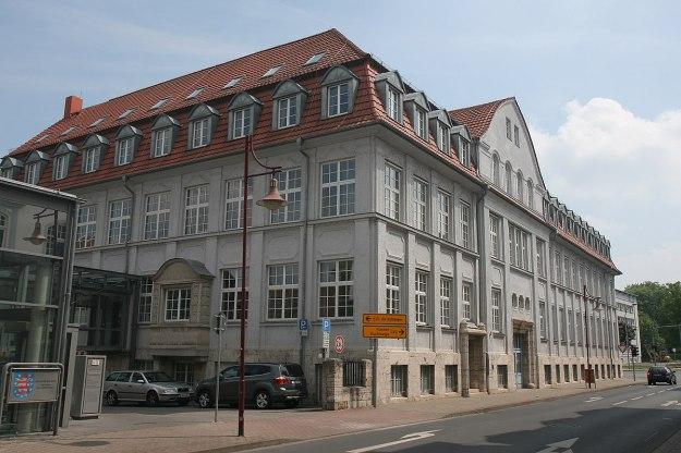 1200px-Mühlhausen-Justizzentrum1-Bubo
