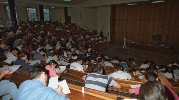 personas-realizan-examen-acceso-abogacia_EDIIMA20190408_0024_4
